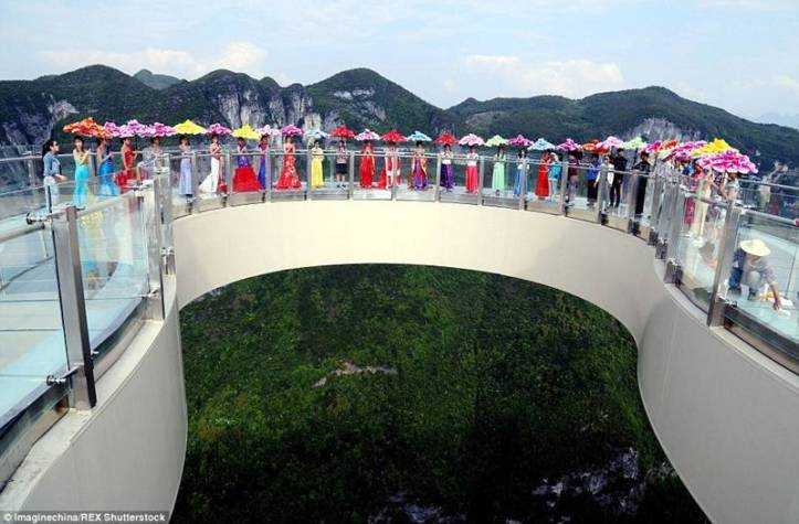 China-Opens-World's-Longest-Skywalk-25