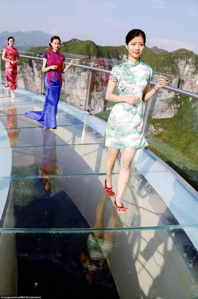 China-Opens-World's-Longest-Skywalk-27