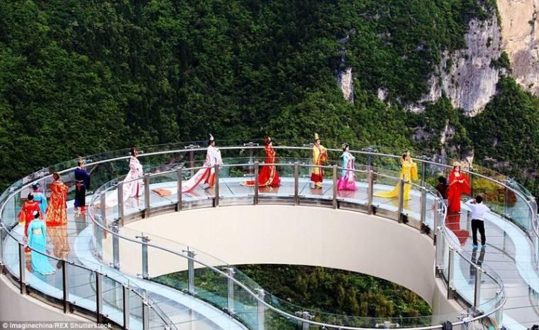 China-Opens-World's-Longest-Skywalk-28