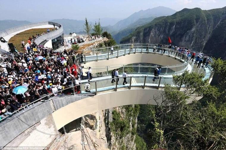 China-Opens-World's-Longest-Skywalk-29