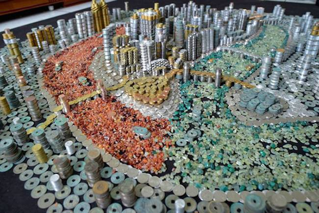 Chinese Artist Create Glueless Replica of Chingqing with 50,000 Coins