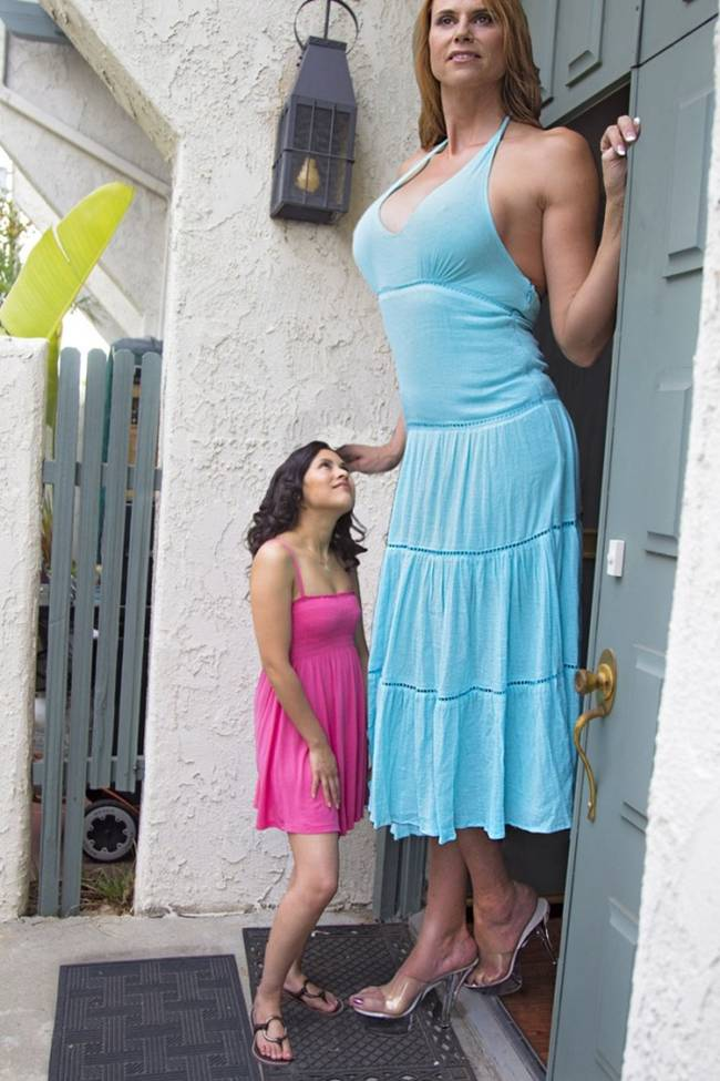 Amazon Eve The world's tallest model