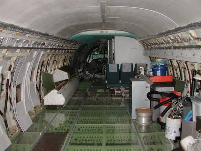 Life-inside-the-aircraft-Boeing-724-26