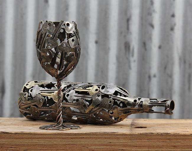 Sculptures-of-the-keys-and-coins-01