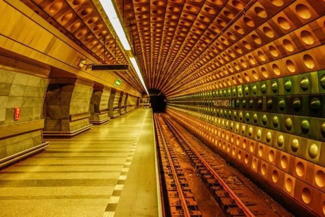 symmetry-of-the-Metro-around-the-world