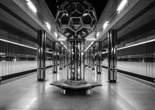symmetry-of-the-Metro-around-the-world-34