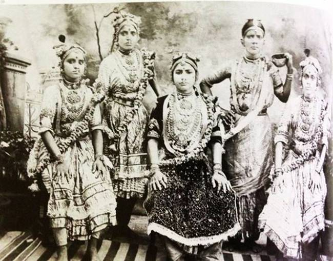 The-women-of-the-oldest-profession-in-different-times-in-different-countries-of-the-world-04