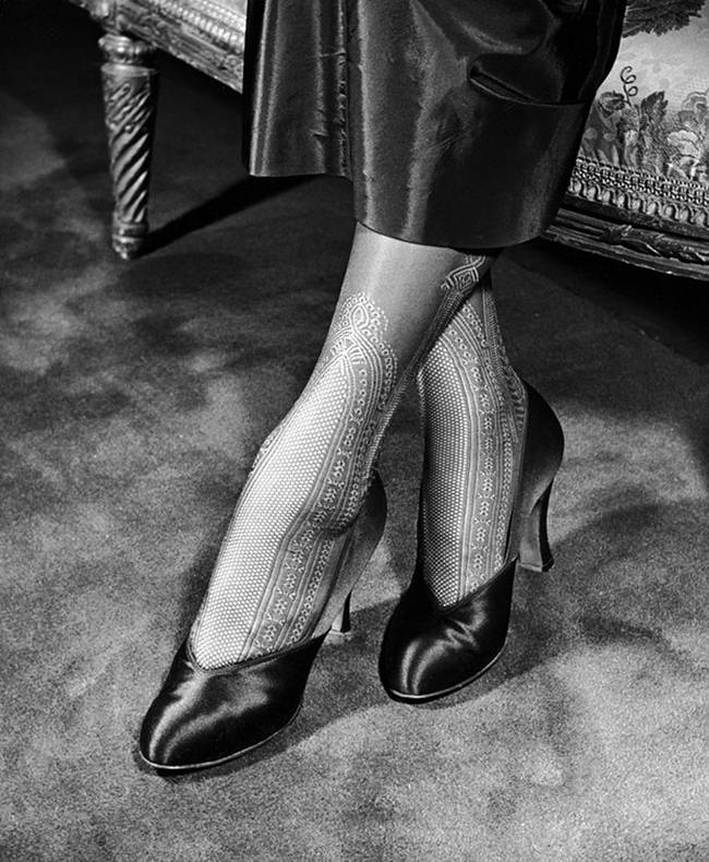 1940-The-first-nylon-stockings-08