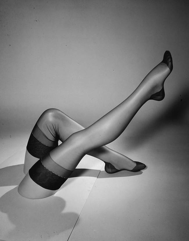 1940-The-first-nylon-stockings-09