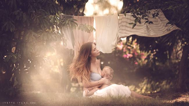 Celestial-beauty-of-breastfeeding-by-photographer-Ivette-Ivens-05