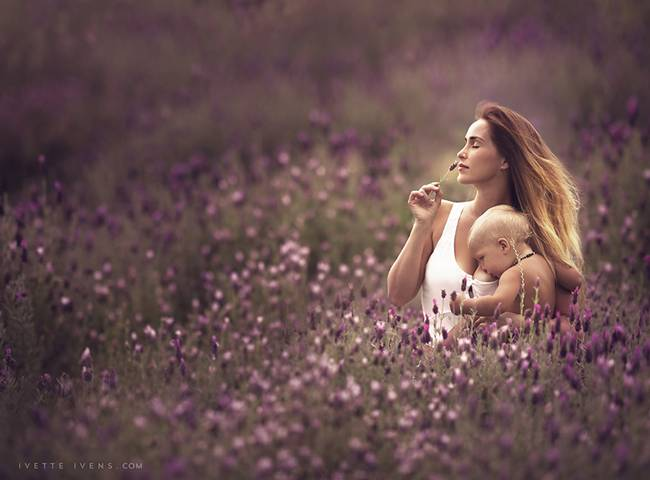 Celestial-beauty-of-breastfeeding-by-photographer-Ivette-Ivens-07