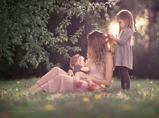 Celestial-beauty-of-breastfeeding-by-photographer-Ivette-Ivens-08