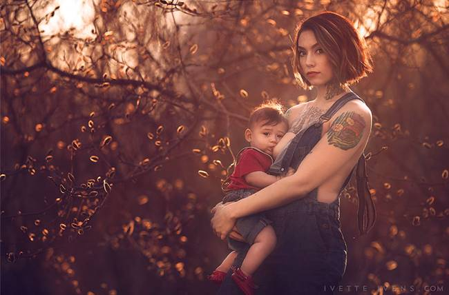 Celestial-beauty-of-breastfeeding-by-photographer-Ivette-Ivens-09