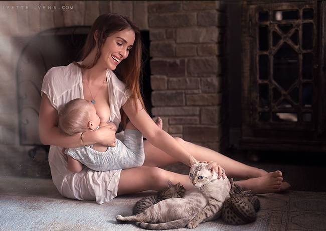 Celestial-beauty-of-breastfeeding-by-photographer-Ivette-Ivens-14