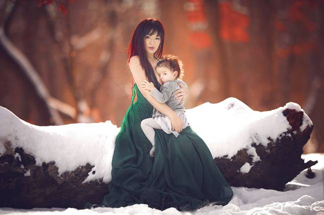 Celestial-beauty-of-breastfeeding-by-photographer-Ivette-Ivens-15