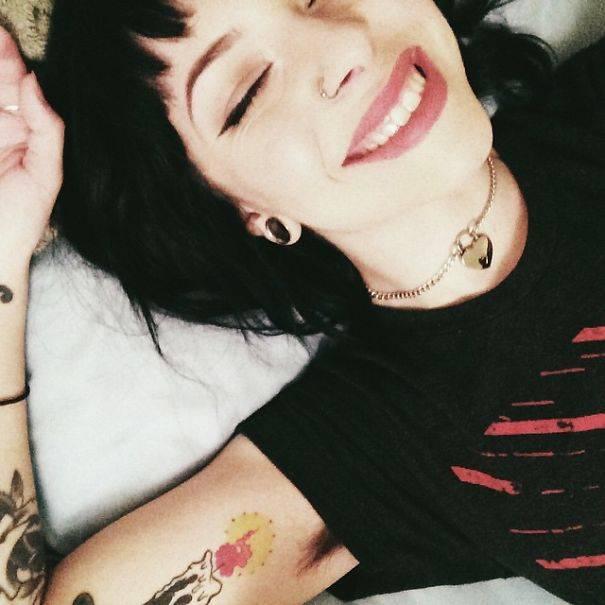 Hairy-Armpits-female-trend-Instagram-12