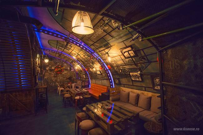 Submarine Steampunk - Interesting design of the pub