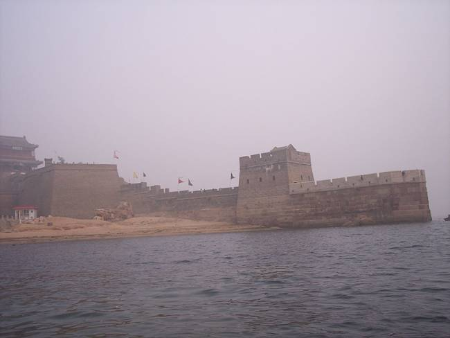 The-Great-Wall-Ends-in-the-Ocean-03
