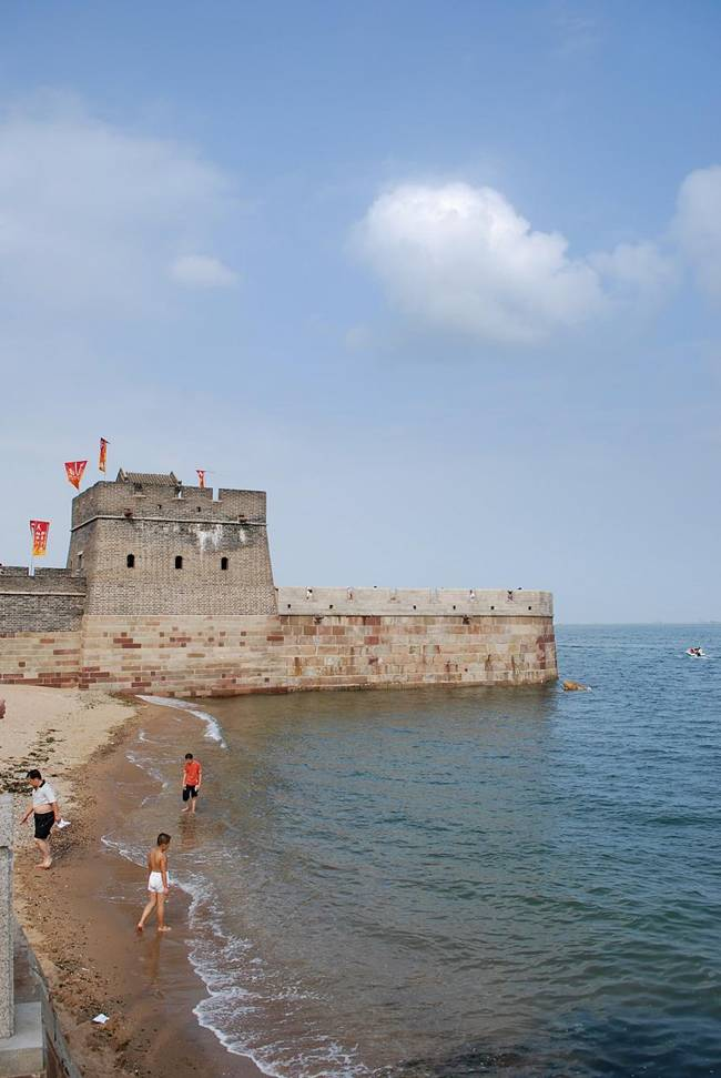 The-Great-Wall-Ends-in-the-Ocean-04