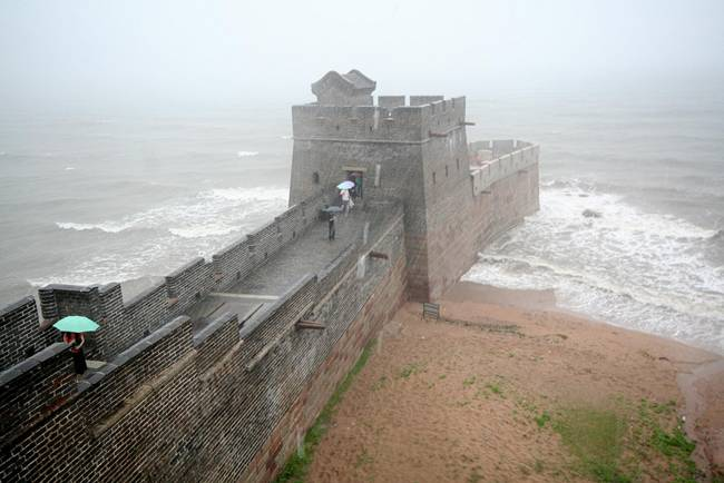 The Great Wall ends in the Ocean