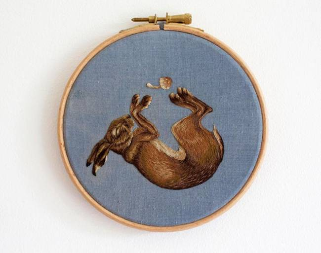 British Artist Chloe Giordano creates spectacular embroidered animals