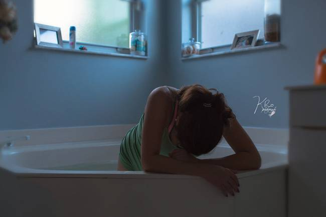 Home birth in the water, Photographer Cathy Rosario