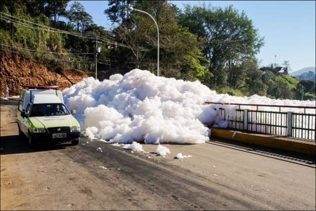 Tiete River throws a thick foam on the streets of Sao Paulo