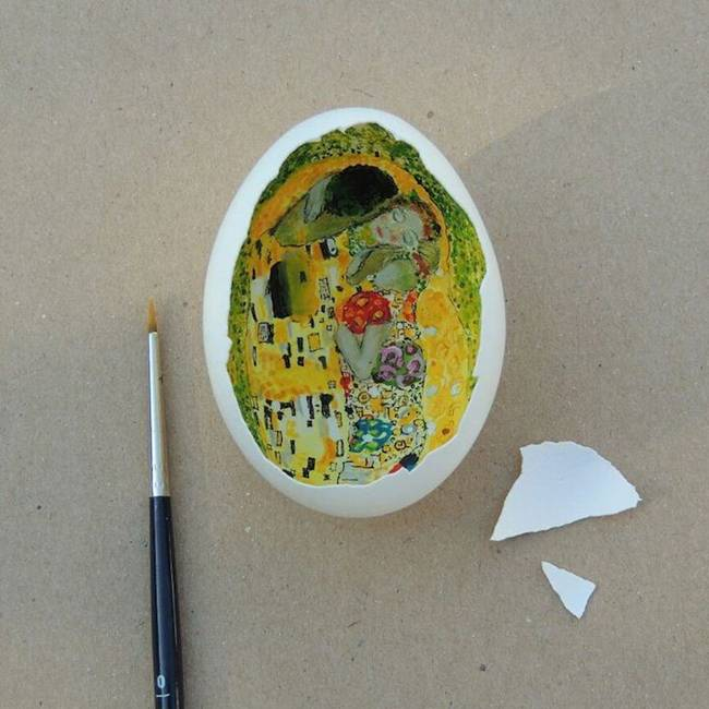 Artist creates fantastic arts in eggshells