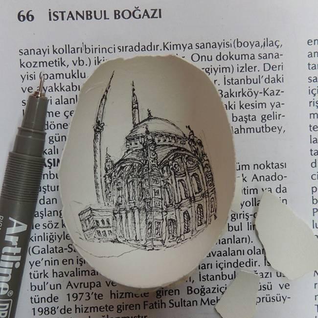 Artist creates fantastic arts in eggshells