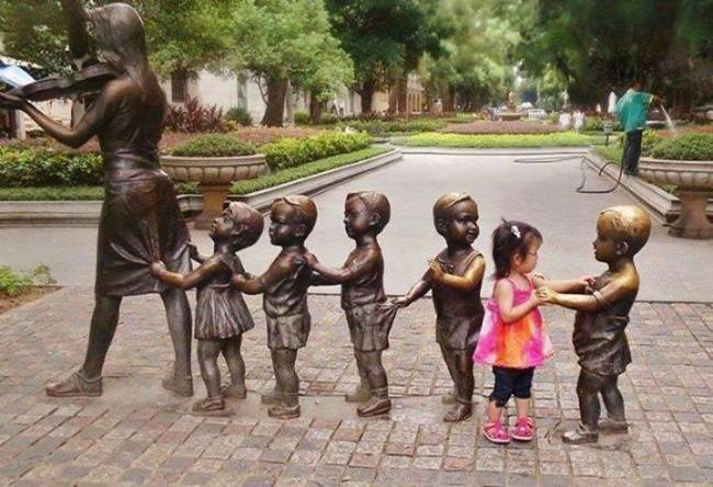15 children who know how to take pictures with monuments