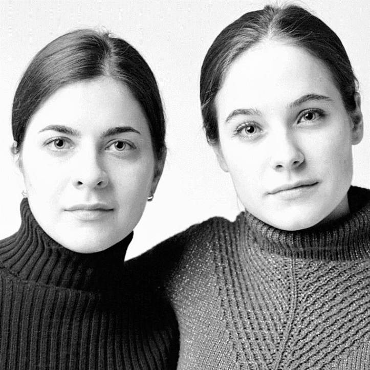 Photographs Of Strangers Who Look Like Twins