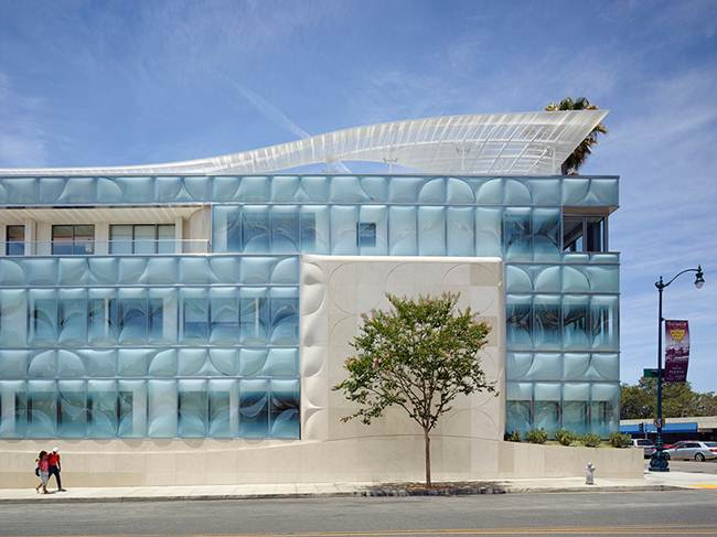 Office building with textured glazing in California