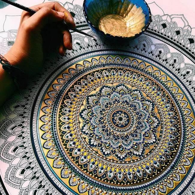The artist Asmahan A. Mosleh creates unusual mandala in Arabic style