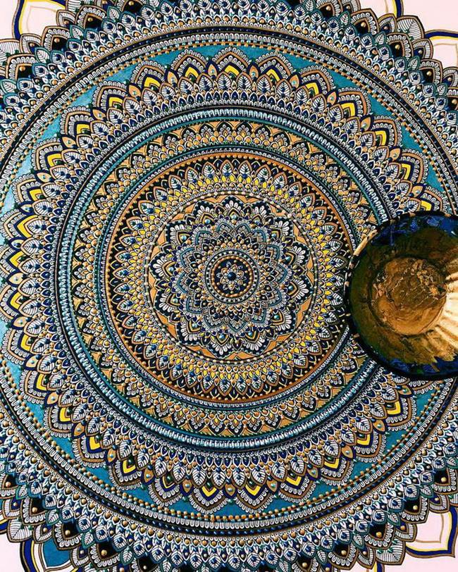 the-artist-asmahan-moslehi-creates-unusual-mandala-in-arabic-style-003