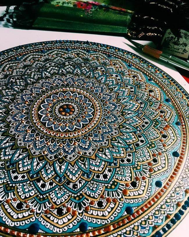 the-artist-asmahan-moslehi-creates-unusual-mandala-in-arabic-style-004