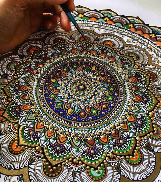 the-artist-asmahan-moslehi-creates-unusual-mandala-in-arabic-style-010