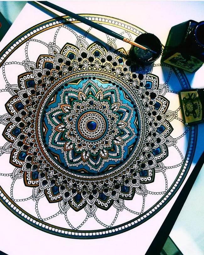 the-artist-asmahan-moslehi-creates-unusual-mandala-in-arabic-style-013
