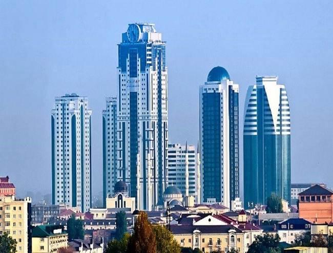 03-the-clock-on-the-facade-of-the-skyscraper-grozny-city-russia