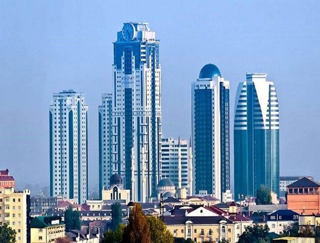 03-the-clock-on-the-facade-of-the-skyscraper-grozny-city-russia