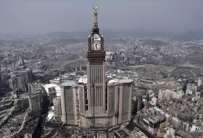 10-clock-royal-tower-in-the-abraj-al-bait-mecca-saudi-arabia