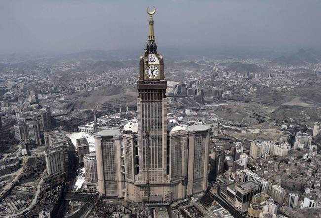 10-clock-royal-tower-in-the-abraj-al-bait-mecca-saudi-arabia