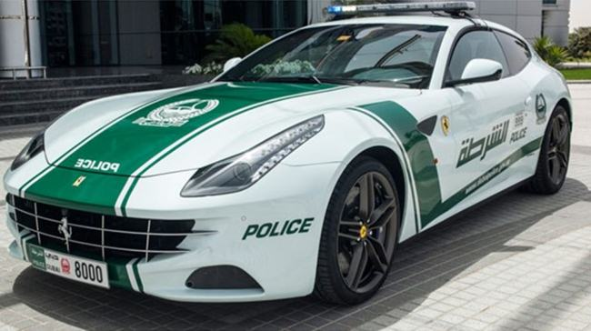 Police-cars-in-Dubai-004
