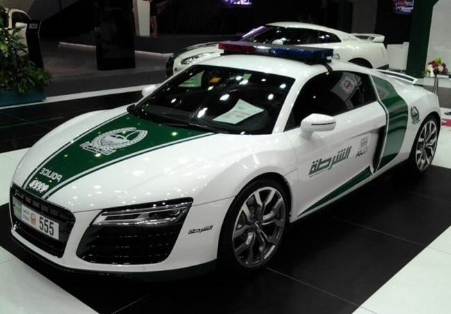 Police-cars-in-Dubai-010