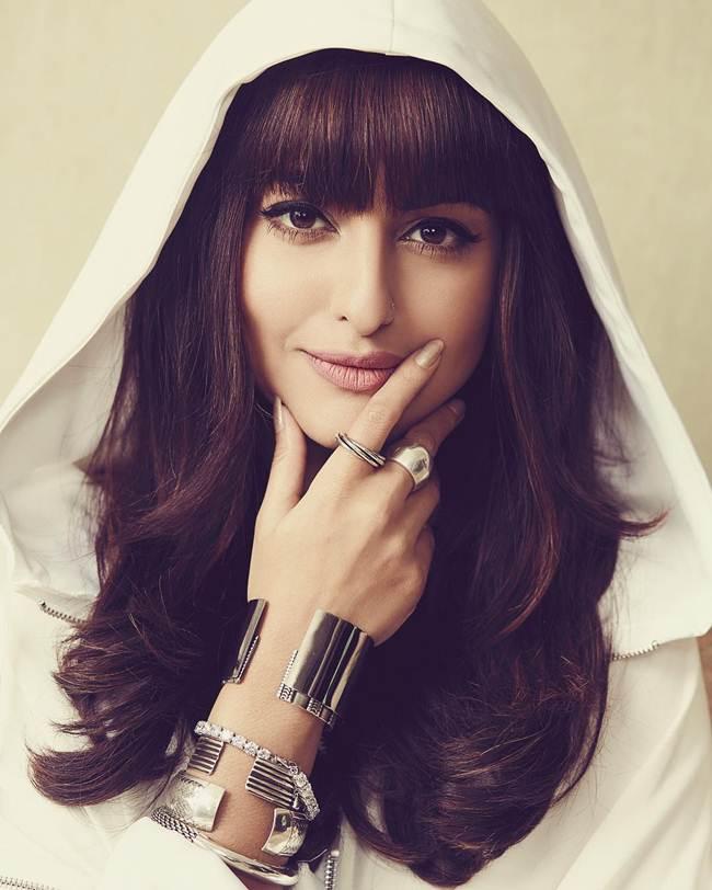 Bollywood Selfie Sonakshi Sinha