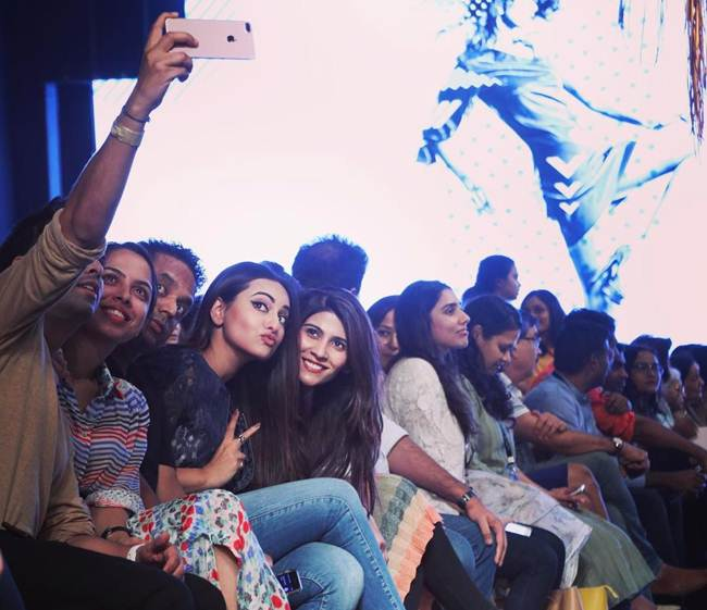 Sonakshi-Sinha_Latest_Selfie-006