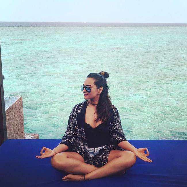 Sonakshi-Sinha_Latest_Selfie-007