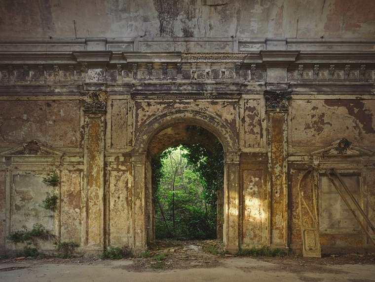The-beauty-of-abandoned-buildings-005