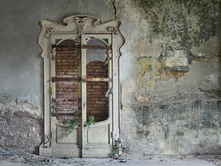 The-beauty-of-abandoned-buildings-007