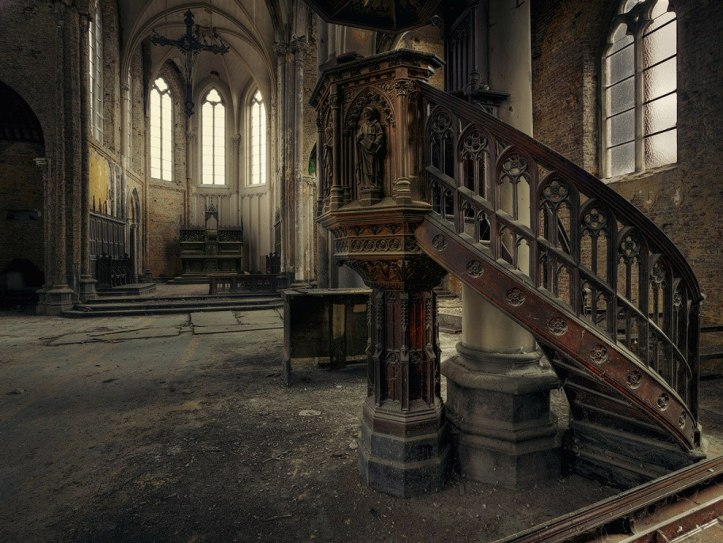 The-beauty-of-abandoned-buildings-011