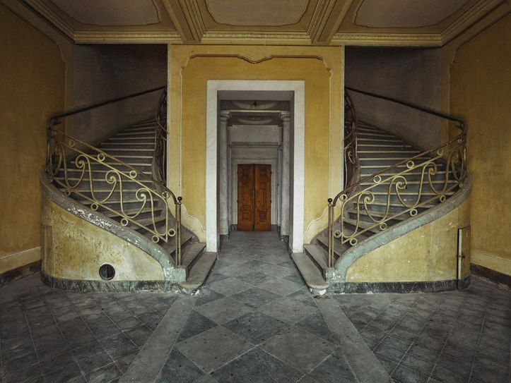 The-beauty-of-abandoned-buildings-013